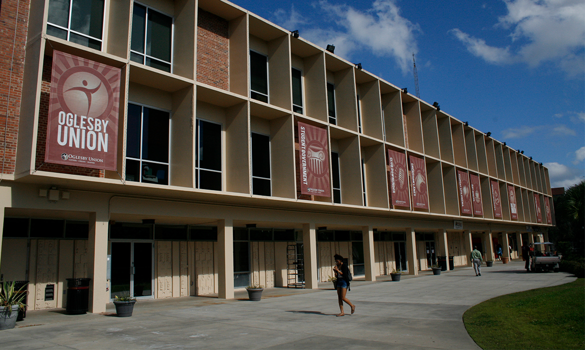 Outdoor Banners in the Oglesby Union